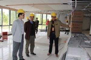 肇庆市行政服务中心主任王富权到封开县督导一门一网式改革工作